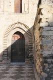 有突出拱门的中世纪门户,巴勒莫 免版税库存图片