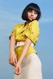 有突然移动发型的时尚妇女 免版税库存图片