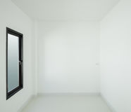 有窗口的空的室在房子里 图库摄影