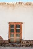 有窗口的Thatchet房子 图库摄影