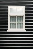 有窗架的墙壁 图库摄影