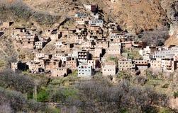 有立方体房子的谦虚传统巴巴里人村庄地图集mou的 库存图片
