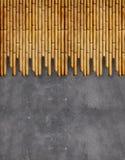 有竹子的混凝土墙 免版税图库摄影