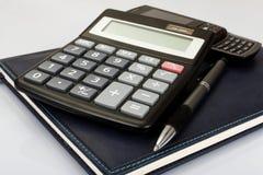 有笔和计算器的计划程序 免版税库存图片