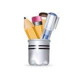 有笔和铅笔的铅笔盒 图库摄影