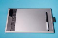 有笔的图形输入板以图例解释者和设计师的, 免版税库存图片