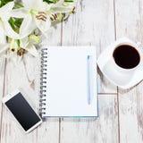 有笔的笔记本计划的 免版税库存照片