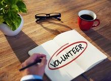 有笔记本和志愿者概念的人 库存图片
