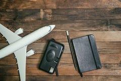 有笔记本和照相机的航空器 免版税库存图片