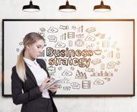 有笔记本和经营战略的女实业家 免版税库存图片