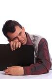 有笔记本的体贴的人 免版税库存照片