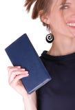 有笔记本的女商人 库存照片