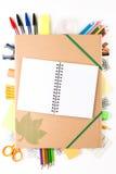 有笔记本的学校设备 免版税库存图片