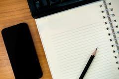 有笔记本的工作书桌 图库摄影