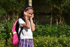 有笔记本的急切菲律宾女人女生 免版税库存图片
