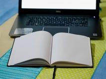 有笔记薄的笔记本 库存照片