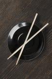 有筷子的板材 免版税图库摄影