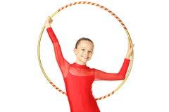 有箍的女孩体操运动员 免版税库存图片