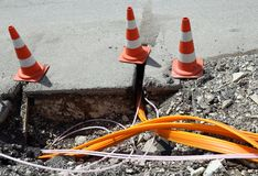 有管子的修路放置的光纤 免版税库存图片