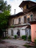 有管子的老房子 库存照片