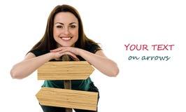 有箭头的微笑的妇女 免版税库存图片