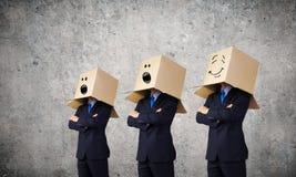 有箱子的人在头 免版税库存图片