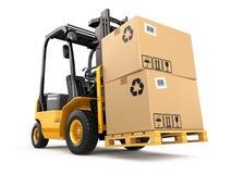 有箱子的叉架起货车在板台 货物 免版税库存照片