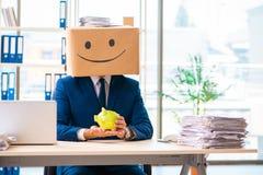有箱子的愉快的人而不是他的头 免版税库存照片