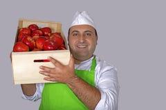 有箱子的果子卖主苹果 图库摄影