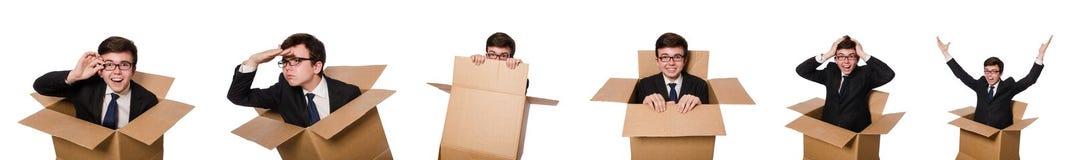 有箱子的滑稽的人在白色 免版税图库摄影