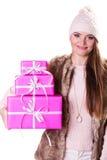 有箱子礼物的俏丽的时尚妇女 圣诞节 库存图片