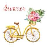 有篮子和热带百花香的水彩黄色手画自行车,隔绝在白色背景 免版税库存照片