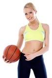 有篮子球的可爱的女孩 库存照片