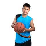 有篮子球的少年男孩 免版税库存图片