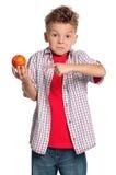 有篮球球的男孩 免版税库存照片
