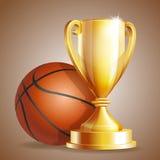有篮球球的金黄战利品杯子 免版税库存图片
