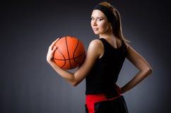 有篮球的妇女在体育概念 免版税库存照片