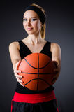 有篮球的妇女在体育概念 库存图片