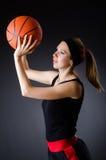 有篮球的妇女在体育概念 库存照片
