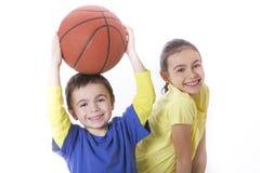 有篮球的孩子 免版税库存图片