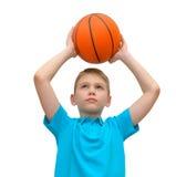 有篮球的小男孩被隔绝 免版税库存照片