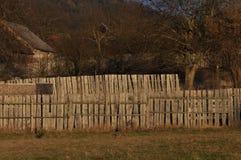 有篱芭的村庄房子 库存照片