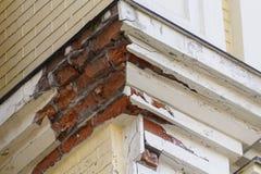 有粉碎的膏药特写镜头的壁角房子 免版税库存图片