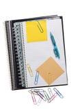 有粘性便条纸夹子和笔的螺纹笔记本 免版税图库摄影