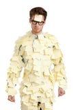 有粘性附注的年轻人关于他的表面,包括用黄色贴纸 库存图片