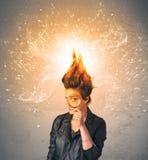 有精力充沛的爆炸的红色头发的少妇 免版税库存图片