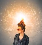 有精力充沛的爆炸的红色头发的少妇 库存照片