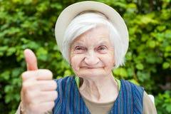 有精神错乱的年长妇女 库存图片