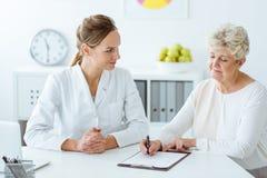 有糖尿病和营养师的患者 库存图片