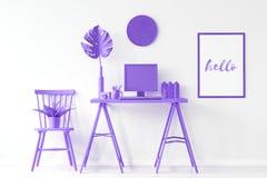 有紫色家具的家庭办公室 免版税图库摄影
